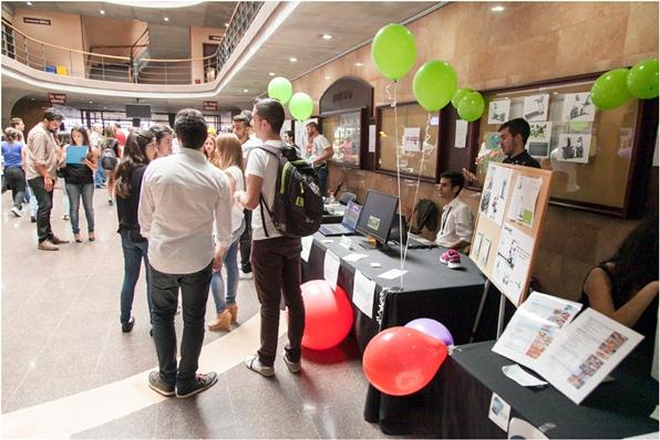 45 equipos mostraron sus ideas de negocio en el vestíbulo de la facultad de Económicas de la ULL. | E. SUÁREZ