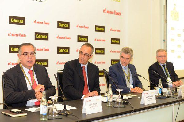Francisco (CEOE), el subdirector del DIARIO Agustín González, Ernesto Yanes (Proexca) y Fernández (Bankia). | S.M.