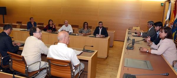 Alonso, durante la reunión con la comisión de seguimiento. / DA