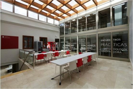 Imagen del interior de la Casa Salazar, sede de esta universidad.   M.P.
