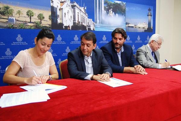 Alicia Álvarez, José Manuel Bermúdez, José Ángel Martín y Hernán Cerón, ayer en la firma del convenio. / DA