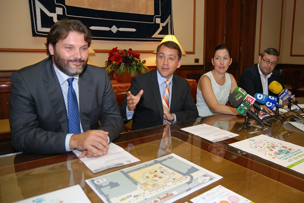 José Ángel Martín (i), José Manuel Bermúdez, Alicia Álvarez y Miguel Ángel Pérez, ayer en rueda de prensa. | DA