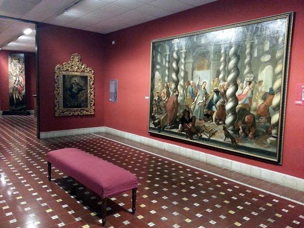 La reforma del sistema eléctrico de las salas del Museo es uno de los cambios que se están realizando. / DA