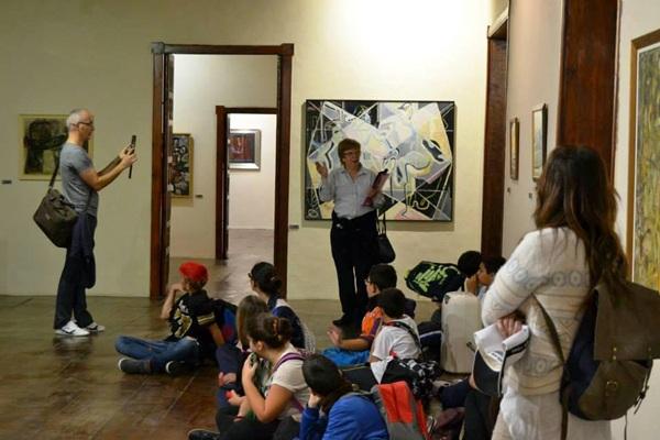 Los alumnos escucharon atentamente las explicaciones de los docentes y de los responsables del museo. | DA