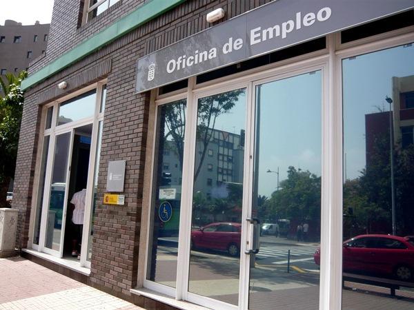 El paro baja en la capital tinerfe a el 7 en un a o y for Oficina empleo canarias