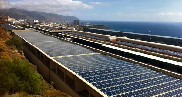 """La CNMC enfría las previsiones de demanda eléctrica de Industria y ve """"imprescindible"""" el autoconsumo"""