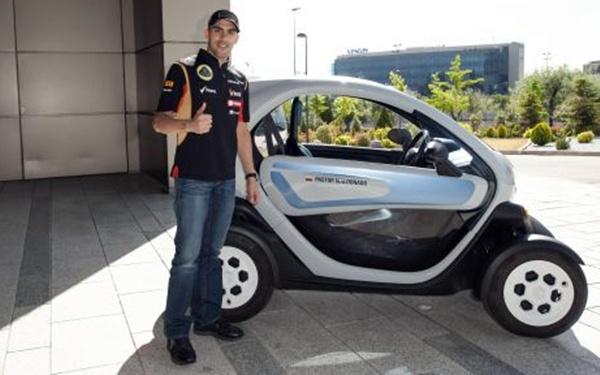 Pastor Maldonado visita la sede de Renault en Madrid