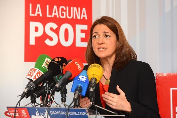 La diputada socialista, en la sede del PSOE lagunero. | SERGIO MÉNDEZ