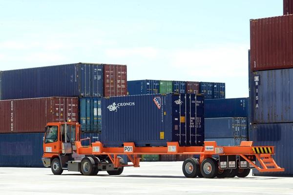 Imagen de una terminal de contenedores del puerto de Santa Cruz. / SERGIO MÉNDEZ