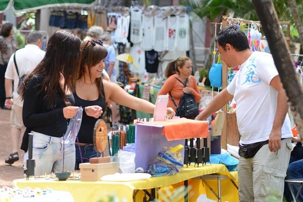 El mercadillo de la plaza del Príncipe fue una de las zonas más concurridas. | SERGIO MÉNDEZ