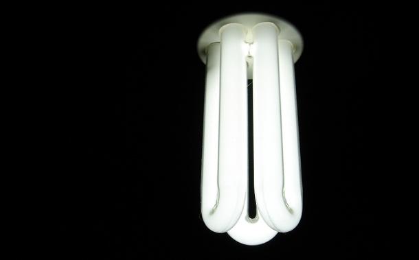 Las eléctricas tendrán que devolver 310 millones en la factura de la luz, según Industria