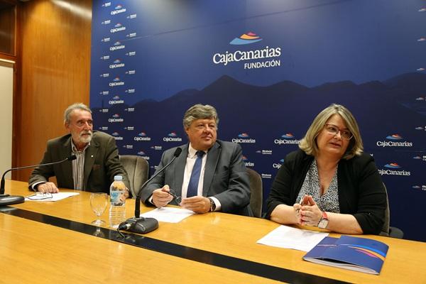 El secretario del Patronato, López Bonillo, su presidente, Alberto Delgado, y la directora general, N. Aznárez. / DA