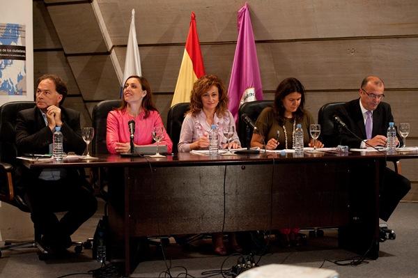 Javier Morales (CC), Cristina Tavío (PP), María del Cristo Dorta (PSOE), Elvira Hernández (IU) y José Miguel González (UPyD). | FRAN PALLERO