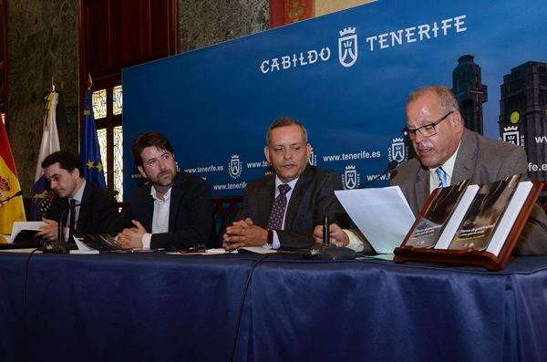 José Joaquín Bethencourt, Carlos Alonso, Efraín Medina y Rafael Lutzardo, ayer en la presentación. / DA