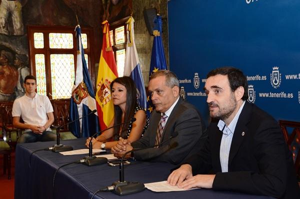 Delia Herrera, Efraín Medina y Maximiliano Nogales presentaron ayer el programa de actos. / DA
