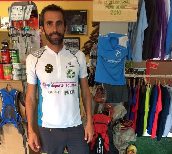 José Delgado en su tienda, Lechutrail, ubicada en Tejina. / DA