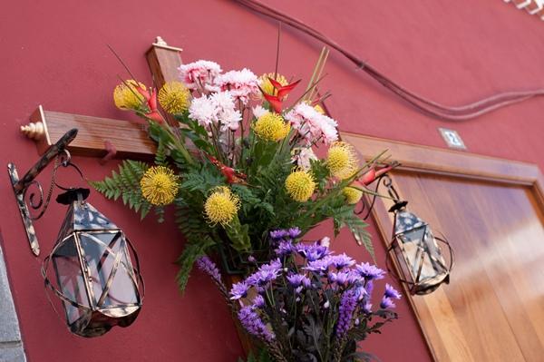 Todas las cruces fueron engalanadas con flores naturales. | F. P.