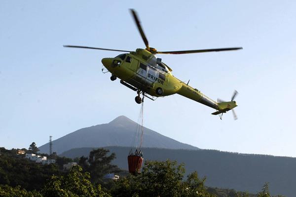 La adjudicación a la empresa Hispánica de Aviación SA del servicio de helicóptero supone al Cabildo una inversión de 829.500 euros. | DA