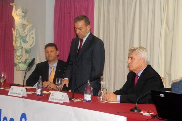 El presidente del Gobierno, Paulino Rivero, clausuró la Junta General de Asinca. / DA