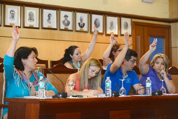 La oposición, incluida Inmaculada Martín, votó en contra de las propuestas del grupo de Gobierno. | S.MÉNDEZ
