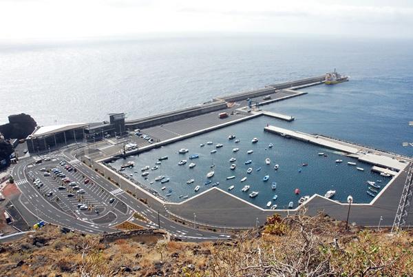 Puerto de La Estaca, principal entrada y salida de El Hierro. / DA