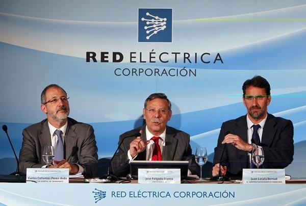 De izq. a dcha. el director de Transportes, Carlos Collantes, el presidente de REE, José Folgado, y el director económico del grupo, Juan Lasala. / DA