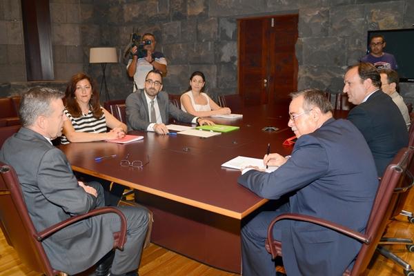 Imagen de la reunión ayer en la sede de Presidencia del Gobierno. | S. M.