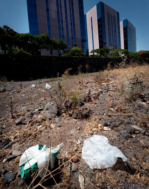 La limpieza de la capital es lo que más quejas acumula. / F. PALLERO