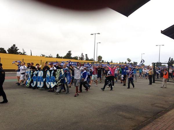 Siguen llegando aficionados al estadio cuando faltan horas para que comience el derbi. / DA