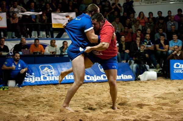 Una luchada anterior del Rápido de Ravelo. / DA