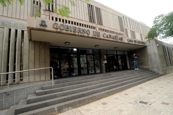 La Casa de la Cultura del Gobierno de Canarias, en el parque La Granja. / FRAN PALLERO