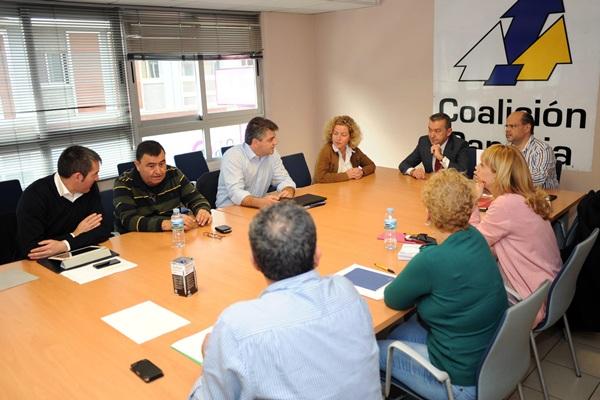 Una reunión de Coalición Canaria en la sede de Santa Cruz de Tenerife / SERGIO MÉNDEZ