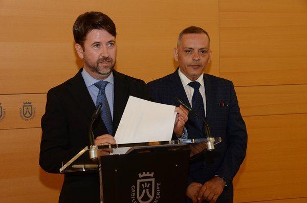 Carlos Alonso y Efraín Medina, ayer durante la presentación de las cifras oficiales. | DA