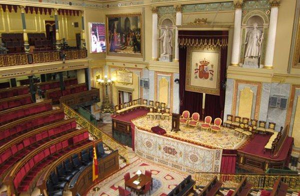 Imagen de la tarima preparada en el Congreso donde el Príncipe de Asturias será proclamado Felipe VI. | EP