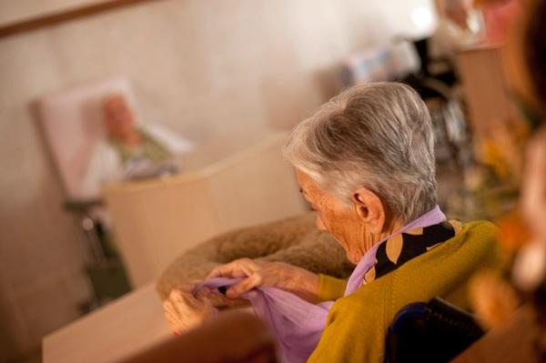 Miles de ancianos continúan sin recibir la prestación. / FRAN PALLERO
