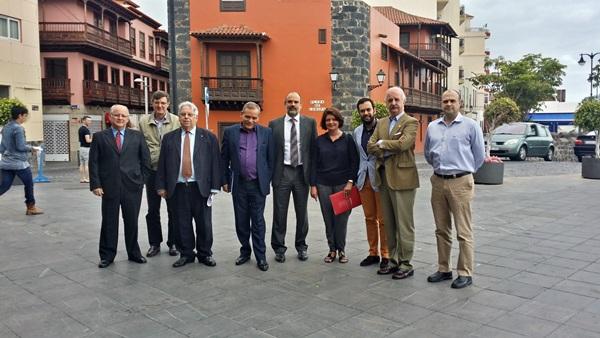 Foto de familia de los representantes de las diferentes administraciones implicadas en el plan. / DA