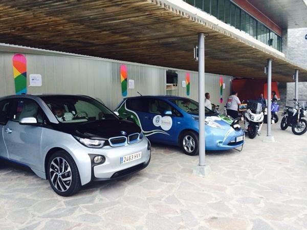 En la muestra se probaron diferentes coches eléctricos. / DA