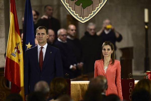 El príncipe Felipe y Letizia hoy, durante la entrega del premio Príncipe de Viana de la Cultura.   REUTERS