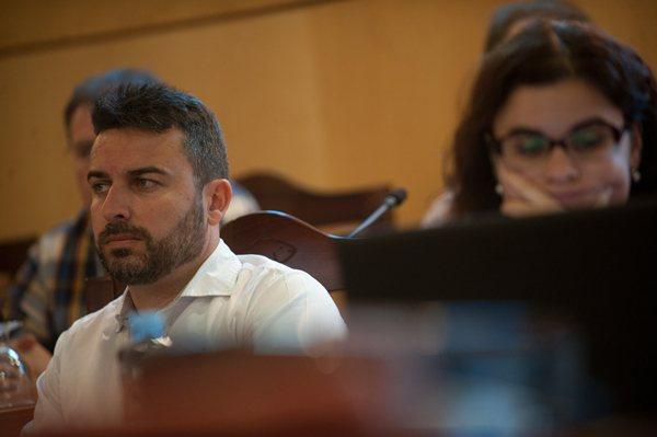 Javier Rivero seguirá asistiendo a los plenos hasta mayo de 2015, pero sin áreas de gobierno municipal. | F.P.
