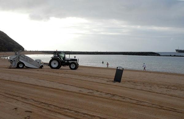 Desde julio habrá acciones de limpieza diaria en la playa. / DA