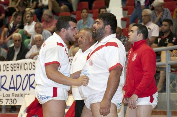 Alejandro Afonso anima a Marcos Ledesma. / DA