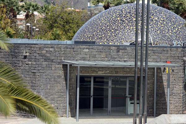 El edificio del parque La Granja albergará las nuevas oficinas que se trasladarán de General Antequera. / S. M.