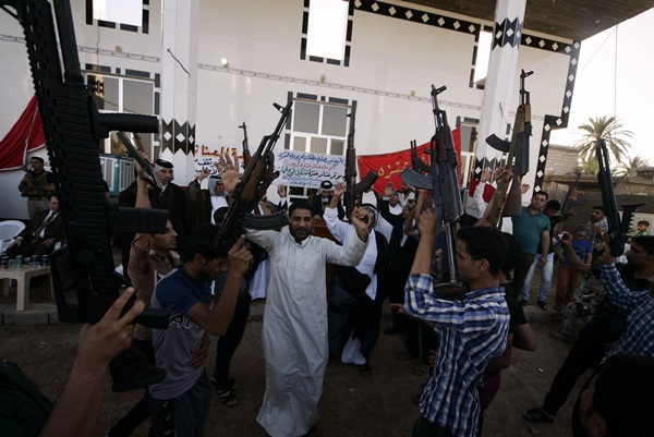 Las luchas tribales se han extendido por Irak y amenazan con extenderse por todo Oriente Próximo. / reuters