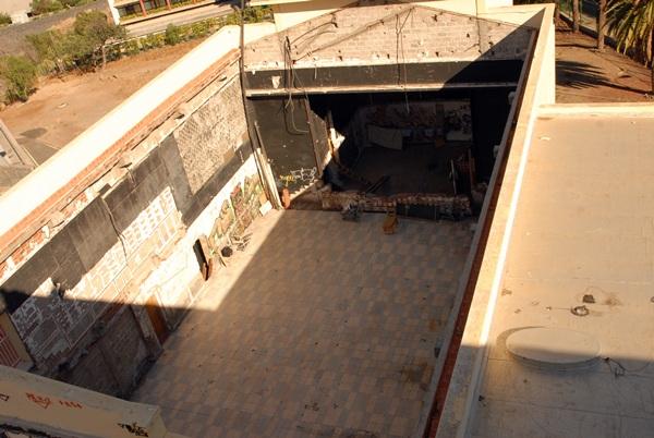 Estado actual de lo que queda en pie del teatro Pérez Minik, en el parque cultural Viera y Clavijo. / DA
