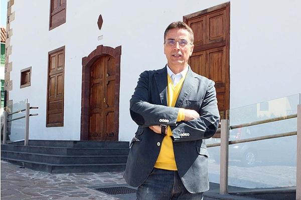 El exalcalde José Alberto González Reverón ha sido citado a declarar en el juzgado de Arona. / DA