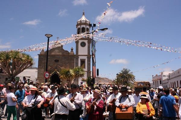 La villa de Granadilla de Abona se vistió de gala para festejar a San Antonio de Padua junto a romeros venidos de toda la Isla. / DA