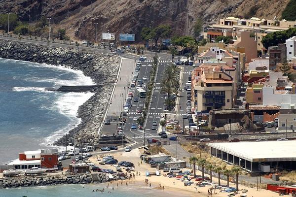La población de San Andrés se ve afectada todos los años por las subidas del mar. / DA