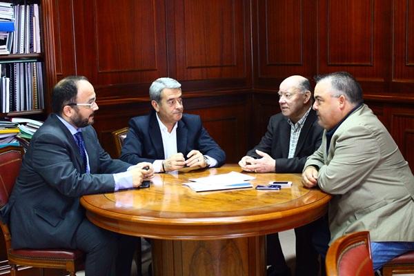 Reunión de representantes socialistas del Cabildo y Consistorio. / DA