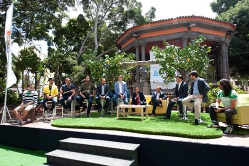 La plaza del Príncipe fue ayer el escenario de la presentación de las actividades de Actúa. / FRAN PALLERO