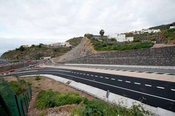 El tramo norte del cierre del anillo insular, entre Icod y Santiago del Teide, se abrirá al tráfico en breve. | F. P.